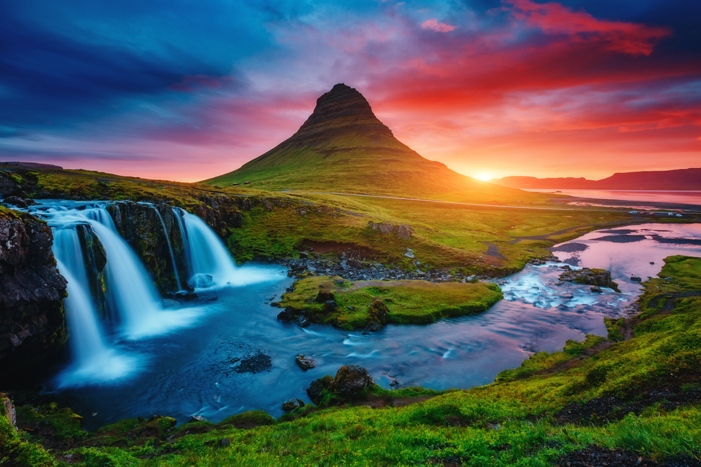 Kirkjufell mountain and Kirkjufellsfoss waterfall on the coast of Snaefellsnes peninsula