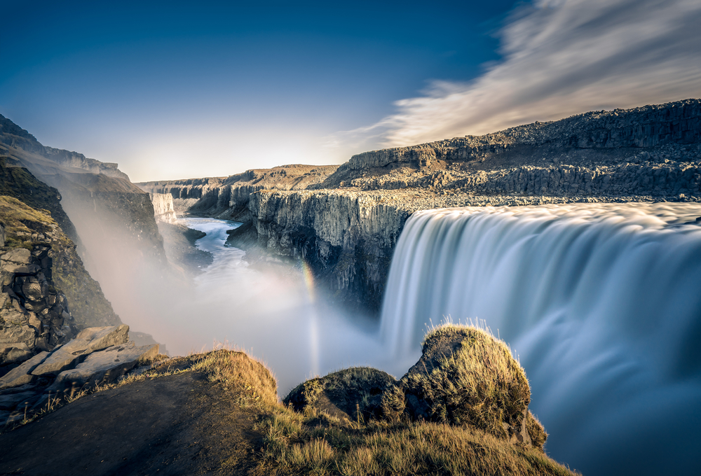 best sights in Iceland: the Detifoss might waterfall
